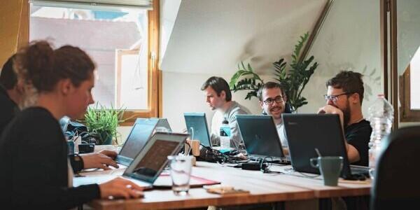 A digitális megoldások munkahely és fizetés tekintetében is új lehetőségeket nyújtanak az informatikusoknak