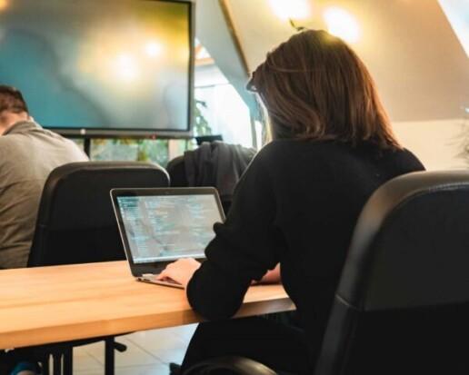 Orsi a Progmatic Academy programozó tanfolyamán piacképes tudásra tett szert, hogy sikeres legyen a karrierváltás